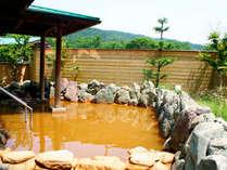 *露天風呂一例/源泉かけ流しの黄金色の温泉をお楽しみください!よく温まると評判です。