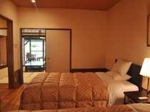 【花の舎】和室と洋室が融合した空間で寛ぎの時間をどうぞ。