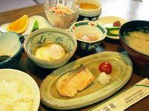 *【朝食一例】純和風の朝ごはんを、効能豊かな温泉水を使って調理しております。