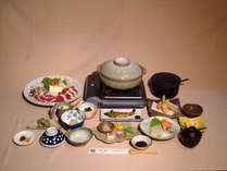 【夕食一例】温泉水を使用した『温泉鍋』が名物。猪肉ややまめなど、地場産の食材をたっぷりと使用!