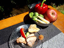 【夏の郷土料理】猪肉・鶏肉・夏野菜の炭火焼などをお楽しみいただけます。