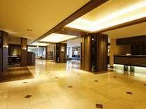 【1階ロビー】やすらぎ溢れるモダンな空間で、お客様をお出迎え
