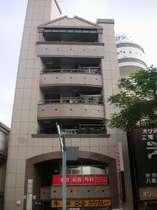 こちらのビルの3階がロハスヴィラです。