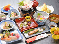 季節の食材を使った会席料理。約12品の丹波の旬の味覚をお愉しみください。