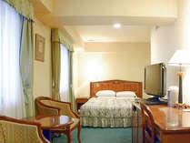 カップルにお薦めのダブル 1600幅のベッドでゆったりと。。*お部屋は形が異なる場合がございます。