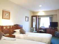 21平米以上の寛ぎに満ちた気品あるツインルーム*お部屋は写真とは異なる場合がございます。