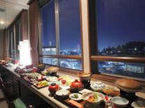 洋室ツインで部屋食を希望される場合は夜景を眺めながらお召し上がりいただけます
