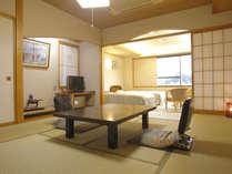 有馬館で一番人気の広くて明るい和洋室のベッドルーム【和洋室(和室10畳+2ベッド)】和洋室の和室