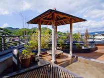 【展望露天風呂】風の匂いと景色が季節を感じさせる見晴らしのいい展望露天風呂