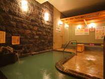 【浪漫湯】2か所の大浴場は時間制で男女入れ替わりになるので、どちらもお楽しみいただけます。