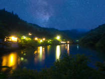 山里湖畔の秘湯 みどり荘 【白黒の源泉100%かけ流し】