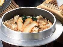《雅》松茸入り牛ロース鍋、秋刀魚麹はさみ焼き、松茸釜飯など、秋の味覚を満載したお勧めの会席!