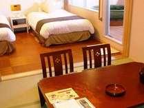 【露天風呂付特別和洋室】和室(6畳)+ベット(2台)ルームの禁煙室。※露天風呂には真湯使用。