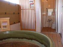 【露天風呂付特別和洋室】シャワー室もついています。※真湯を使用しております。