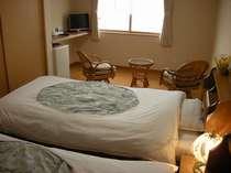 洋室 ☆ツインベッド。簡易ベッドを利用すると最大4人まで宿泊頂けます