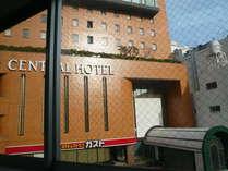 京急横須賀中央駅からみたホテル外観