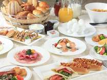 ご朝食は6:45~8:45(L/O8:30)和洋の朝食バイキングをお楽しみ下さい♪