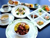 洋食プランの料理写真一例です。 季節により内容が異なります。