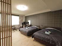 [和洋室一例]足を伸ばせる畳スペースとセミダブルベッドを2台配した客室