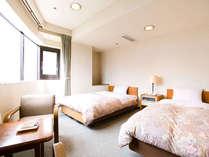 【スタンダードツインルーム】シングルベッドが2つ入ったお部屋です。