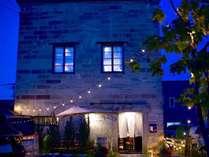 100年の歴史やどる石蔵がカフェバーとホステルに生まれ変わりました。