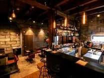 一階のレストランで世界を旅したシェフが作る地産地消の料理をお楽しみください!