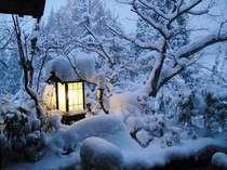 しんしんと降りつもる雪。