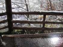 初雪の離れ岩露天風呂