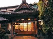お寺の中に佇む昔ながらの湯治宿