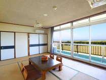 *【和室8―12畳】海がすぐ近くなので潮騒に耳を傾けながらお過ごしください。
