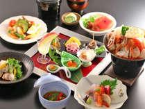 *【お夕食 一例】近隣で水揚げされた新鮮なお魚をはじめボリュームたっぷりのお夕食をお楽しみください。