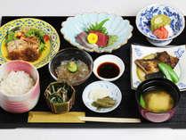 *【夕食一例】約9品の和食膳をご用意致します。