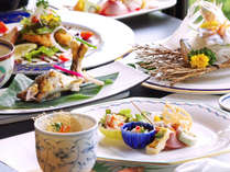*鮎の美味しい6~10月は、鮎をふんだんに使ったお料理が。天然鮎ならではの味をお楽しみください。