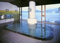 日本海若狭湾が一望出来る美浜温泉大浴場。満月の夜の景色はまた違った趣があります。