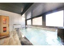 男性用浴場。温度高め本格サウナと水風呂もございます。