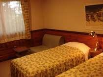 スタンダードルーム。全室床暖房・エアコン完備で快適。