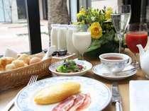 朝食はご注文を頂いてから1つづつおつくりいたします。        (洋朝食の一例)