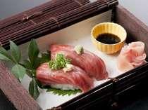 当館自慢の神戸牛の炙り寿司
