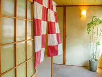 内湯は男女入替がございます。暖簾の色を見てお入りくださいませ♪