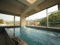 貸切展望風呂 月の湯 からは三朝温泉街が望めます。大家族にもおススメの広々大湯う間♪