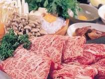 寒くなったら、体の温まるスキヤキがおすすめ。柔らかなお肉と野菜のお味を存分に味わって