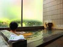 ■一里野温泉~源泉かけ流しの湯~ 窓越しの自然を眺めながら浸かる100%源泉かけ流しの天然温泉です。