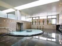一日の疲れを癒す温泉大浴場