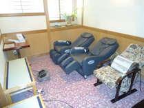 大浴場横リラクゼーションコーナー(無料マッサージ器・血圧計)