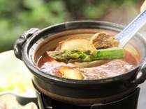 【夕食一例】四季、地場産の山菜・野菜を使った旬の「四季彩料理」をお楽しみいただけます。2
