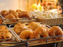 【焼き立てパン】ご朝食、ランチ・ディナーのブッフェにどうぞ。大好評です。