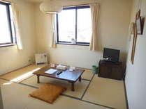 和室:6畳ゆったりくつろげる和室になっております、  シャワートイレ付き(*⌒∇⌒*)