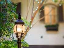 【2階ロビー】チャペル前の街灯