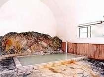 邯鄲の湯(岩風呂・混浴/15時~20時30分は女性専用)医者いらずの湯として有名。