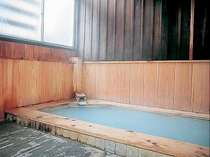 男女別檜風呂「宝の湯」